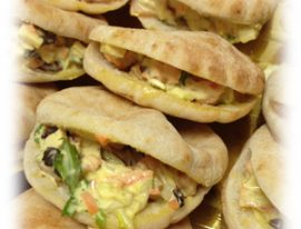 Mini pan pita con pollo al curry