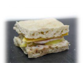 Mini sandwiche de pavo, cheddar y manzana